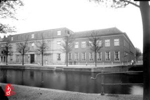 Vooroorlogse gevel van het Rijksmuseum van Oudheden